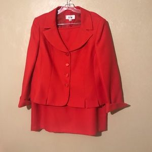 Le Suit red skirt suit size 18, polyester